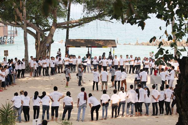 team building di pulau ayer_parkia
